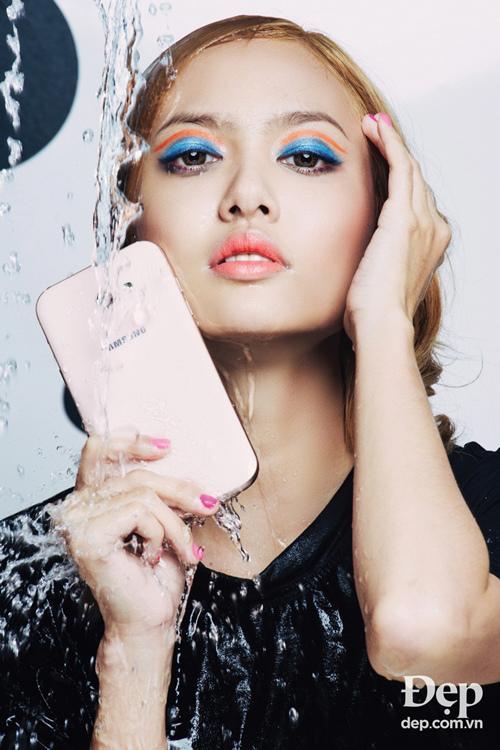 Fung La: Tuyệt kỹ selfie 'nghìn like' dưới nước