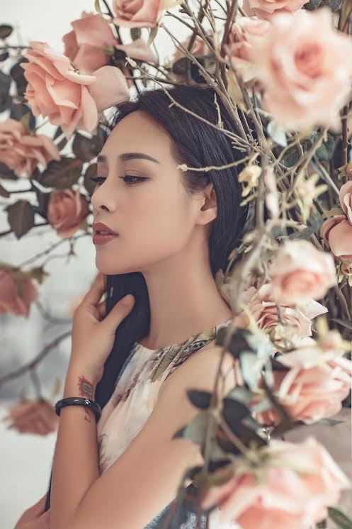 Vợ kém 19 tuổi của Việt Hoàn tung bộ ảnh mát mắt