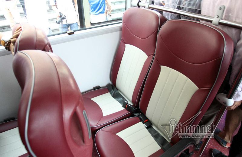 Thích thú dạo phố Hà Nội trên xe buýt 2 tầng sặc sỡ