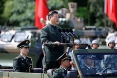 Ông Tập Cận Bình thị sát quân đội tại Hong Kong