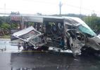 Xe khách đối đầu nát bươm, 14 người thương vong