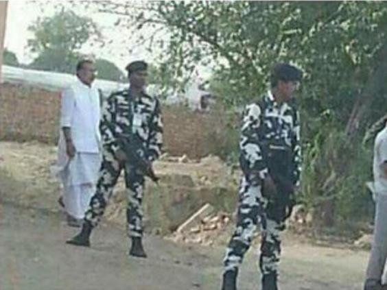 Bộ trưởng Ấn Độ bị chỉ trích vì đi tiểu nơi công cộng