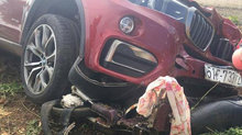 Xế hộp BMW đè bẹp xe máy, người đàn ông chết thảm