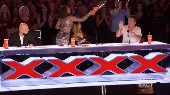 Đùa dại, giám khảo America's Got Talent 2017 bị hắt nước vào mặt