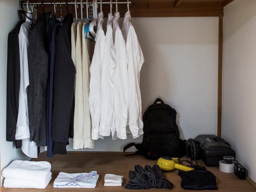 Người trẻ Nhật hài lòng với lối sống tối giản '4 bộ quần áo'