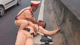 Bắt khẩn cấp, xét nghiệm ma tuý tài xế hất văng CSGT