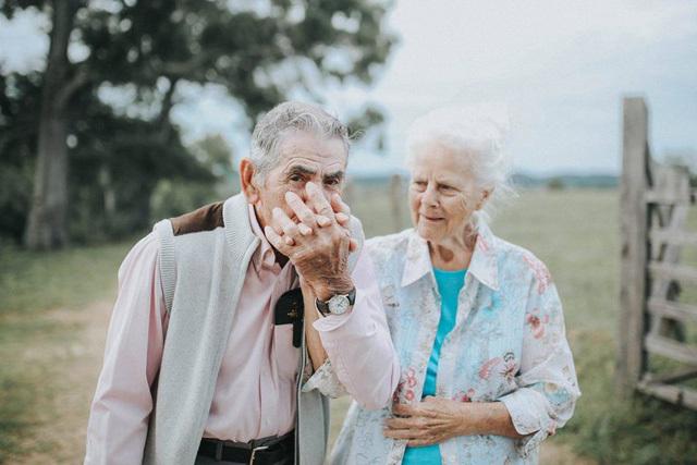 Kết hôn gần 70 năm vẫn lãng mạn như ngày mới cưới