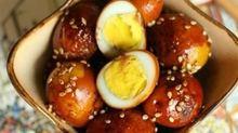 Cách làm trứng cút om tương ngon đậm đà cho cuối tuần