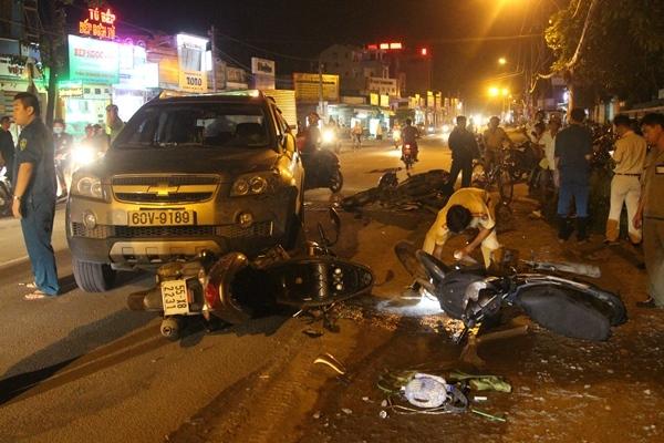 tai nạn, tông xe liên hoàn, công an, Sài Gòn, ôtô tông hàng loạt xe máy