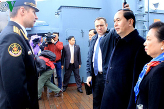 Chủ tịch nước thăm chiến hạm Rạng Đông