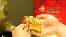 Giá vàng hôm nay 03/12: Giảm giá kéo dài, chờ cơ hội mới