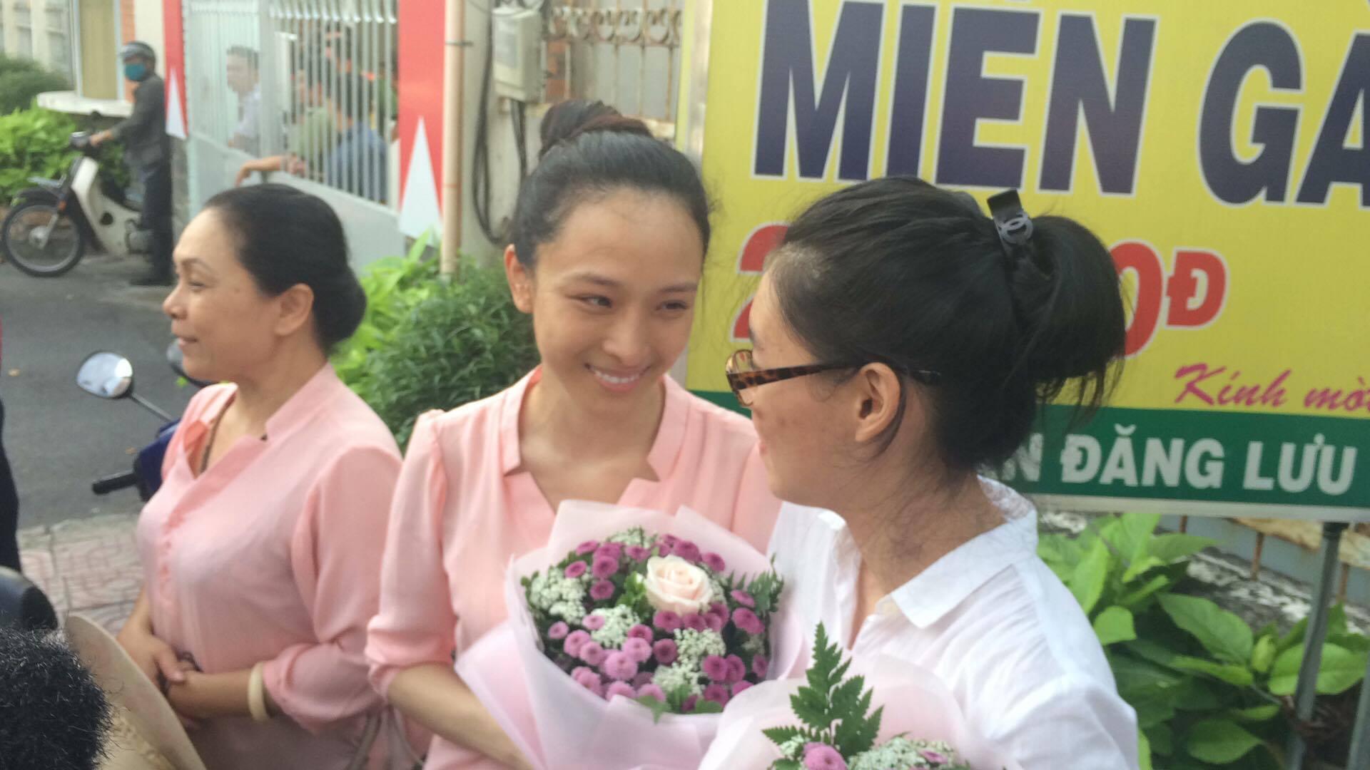 Mẹ hoa hậu Phương Nga: 'Không mong gì hơn là được đón con về nhà'