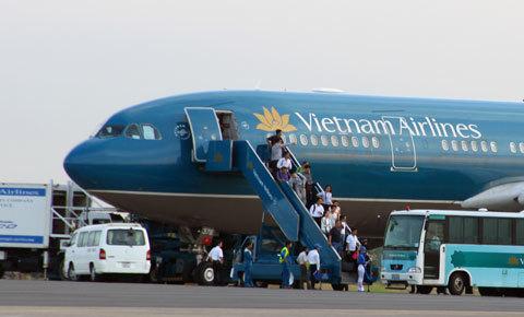 Khách đi máy bay Vietnam Airlines có thể mua vé, đặt chỗ 24/24h