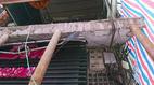 Lan can nhà 3 tầng sập treo nghiêng ở phố cổ Hà Nội