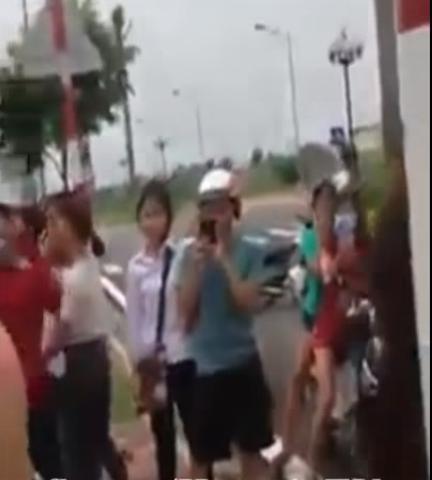 Hải Dương: Nữ sinh cấp 3 đánh nhau vì nghĩ bị 'nhìn đểu'