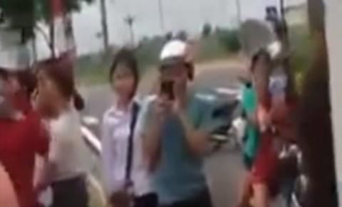"""Hải Dương: Nữ sinh cấp 3 đánh nhau vì nghĩ bị """"nhìn đểu"""""""