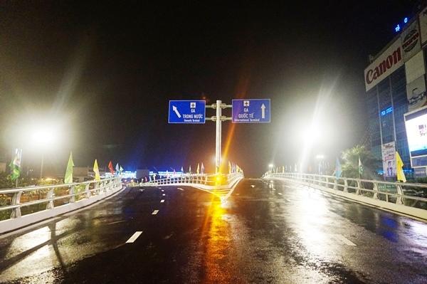 Đêm cuối thi công cầu vượt giải cứu kẹt xe Tân Sơn Nhất
