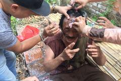 Diễn sung, Giang còi bị đồng nghiệp đánh chảy máu mặt