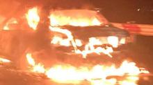 Xe 4 chỗ cháy ngùn ngụt trên cao tốc Pháp Vân - Cầu Giẽ