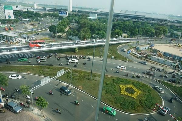 Cầu vượt 2 nhánh chạy vào tận cửa sân bay Tân Sơn Nhất