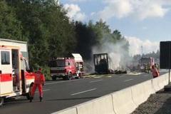 Đức: Xe buýt cháy trơ khung, 17 người mất tích