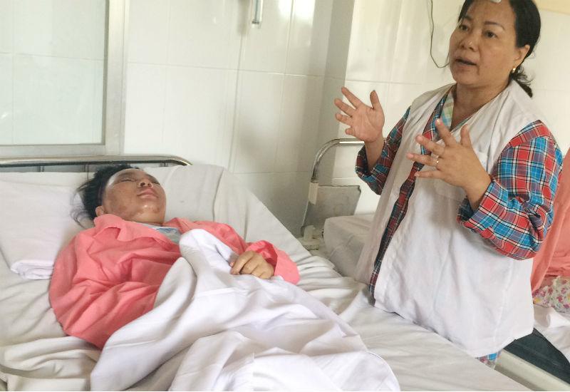 Cả nhà bị tạt axit: 2 con gái bị phỏng nặng, nguy cơ hỏng mắt