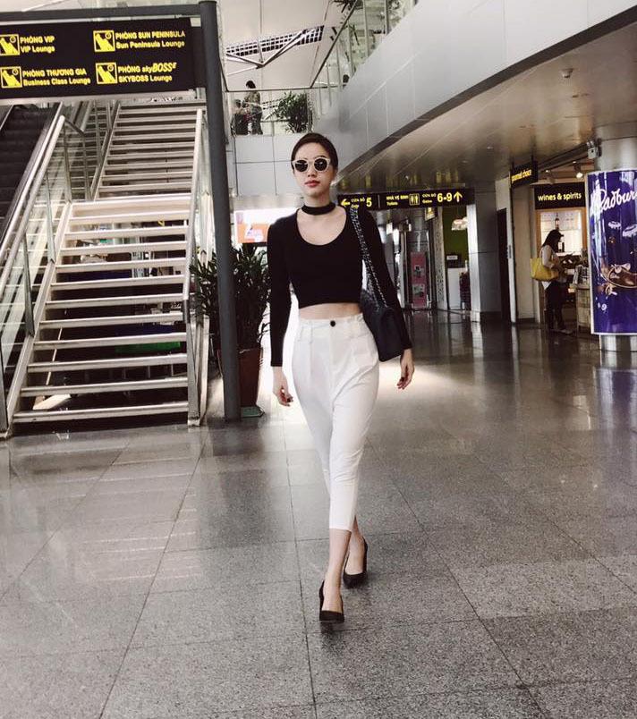 Ngọc Trinh cá tính với trang phục trắng đen