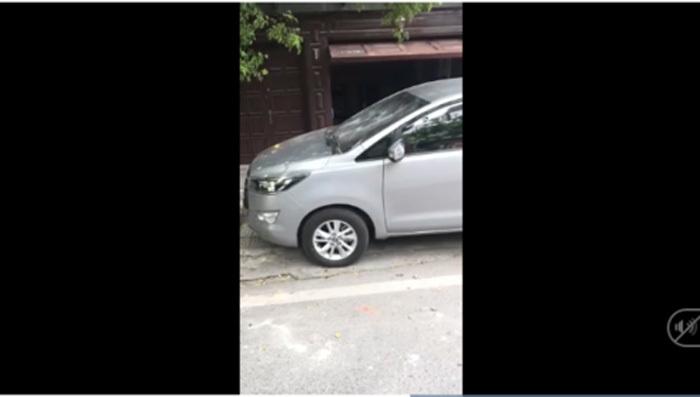 đỗ ô tô,chỗ đỗ xe,đỗ xe chắn cửa