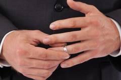 Đàn ông ở tuổi 29, 39, 49 có nguy cơ ngoại tình nhiều nhất