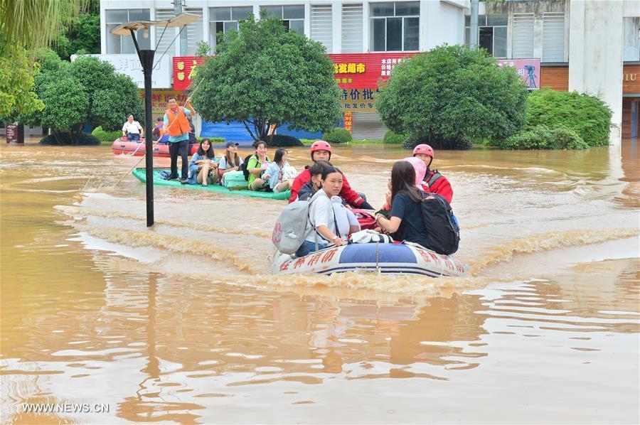 Mưa lũ hoành hành ở Trung Quốc, 16 người thiệt mạng
