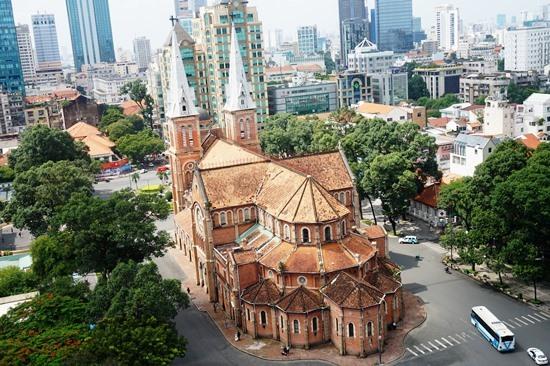 Bắt đầu trùng tu nhà thờ Đức Bà Sài Gòn