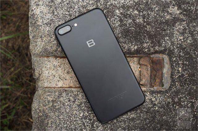 Xuất hiện bảng mạch BPhone 2 cùng nhiều thiết kế lạ mắt