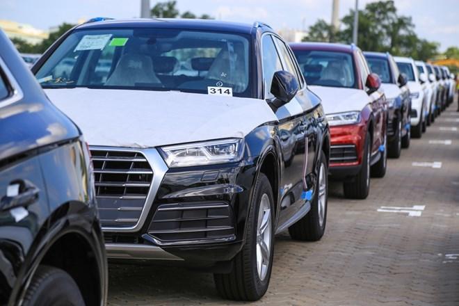 Loạt siêu xe Audi cập cảng Việt Nam phục vụ APEC 2017