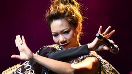 Hà Trần hát nhạc Hari Won: Diva đang tự phá 'đền đài'?
