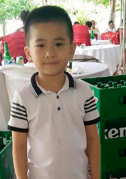 Bé trai 6 tuổi mất tích ngay trước nhà