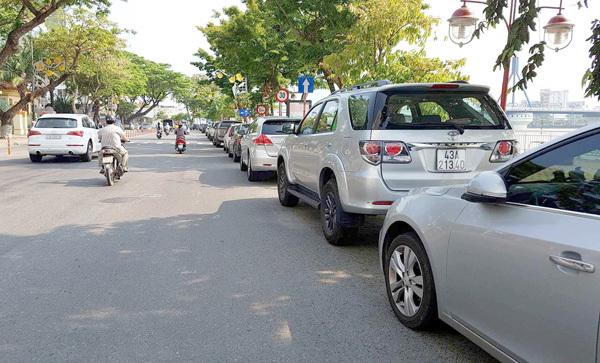 Đà Nẵng thí điểm trả phí đỗ ô tô qua điện thoại
