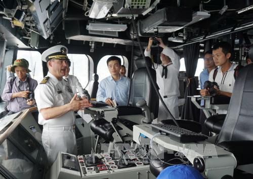 Tàu khu trục Mỹ USS Coronado trở lại cảng Cam Ranh