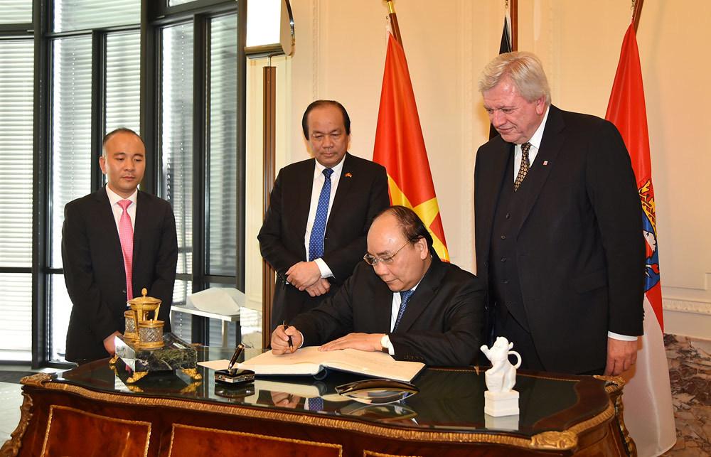 Thủ tướng gặp gỡ, làm việc với lãnh đạo bang Hessen, CHLB Đức