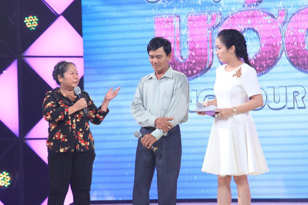 Cẩm Ly khóc ôm người mẹ già thi hát vì con bị ung thư
