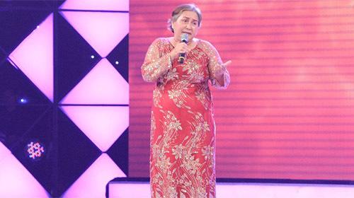 Cẩm Ly ôm chầm người mẹ già thi hát vì con bị ung thư