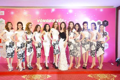 HH Xuân Hương ngồi 'ghế nóng' Duyên dáng Doanh nhân Việt 2017