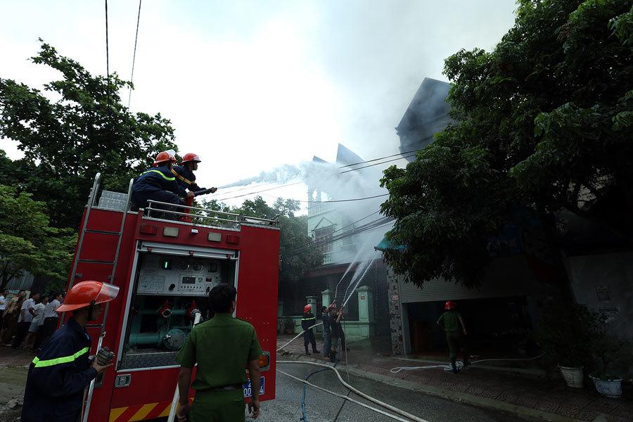 Điện Biên: Văn phòng luật sư bốc cháy ngùn ngụt