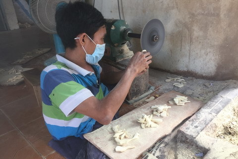 người khuyết tật,tranh ghép gỗ,trung tâm dạy nghề