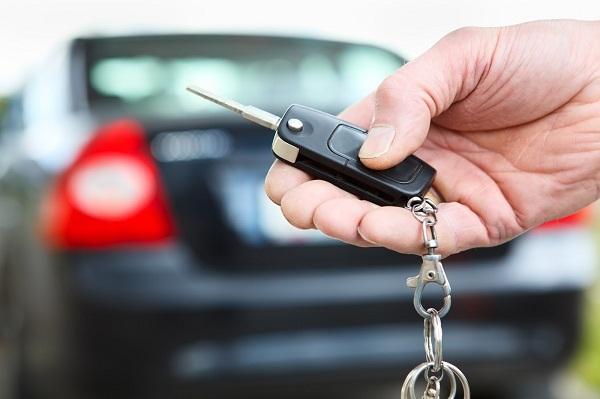 Vay mua ôtô: Chủ xe cầm giấy tờ gốc, nhà băng sợ ăn quả lừa