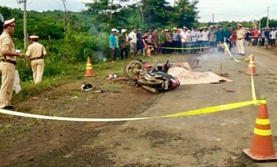 Xe máy tông trực diện vỡ nát, 2 người chết tại chỗ