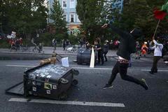 Biểu tình dữ dội ở Đức, hàng chục cảnh sát bị thương