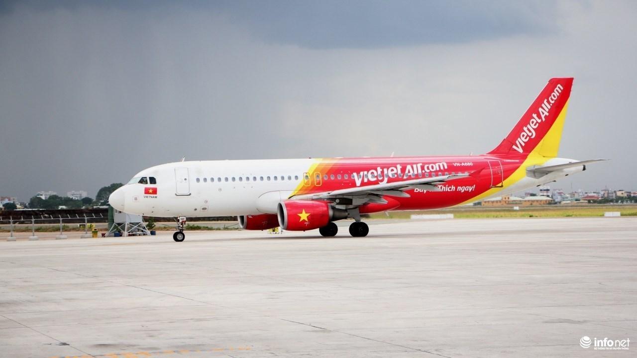 Hai hành khách bị cấm bay do gây rối và không nộp phạt vì hút thuốc