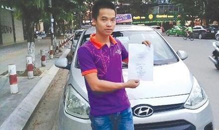 Xử phạt lái xe không mang giấy tờ gốc: Bộ ngành lúng túng, người dân lãnh đủ