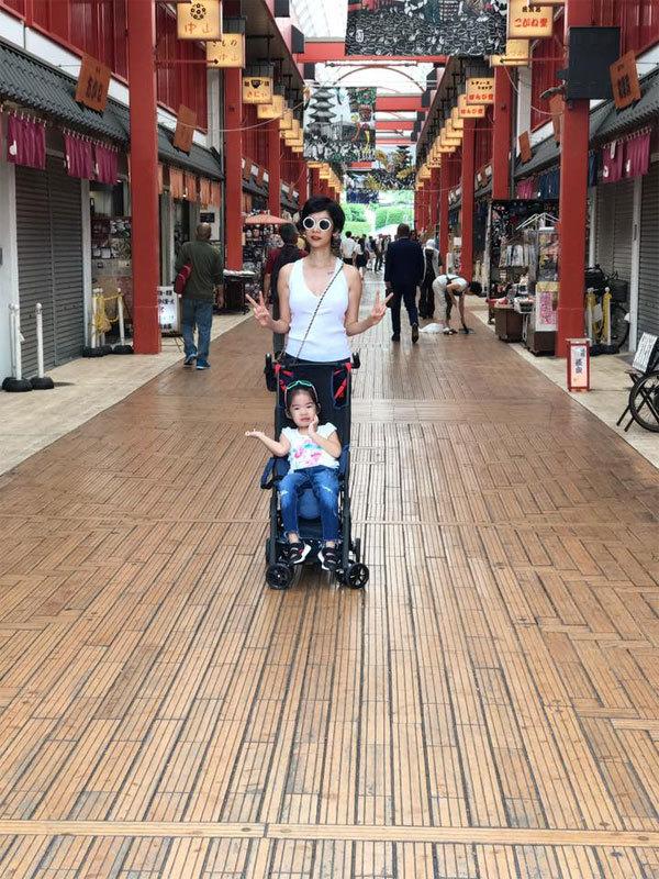 Ngọc Thúy cùng chồng mới đưa con đi du lịch