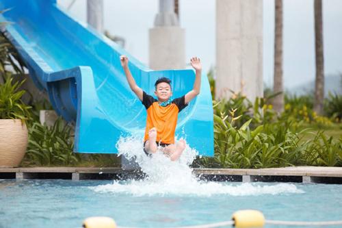 Trẻ mồ côi  hưởng kì nghỉ VIP tại The Grand Hồ Tràm Strip